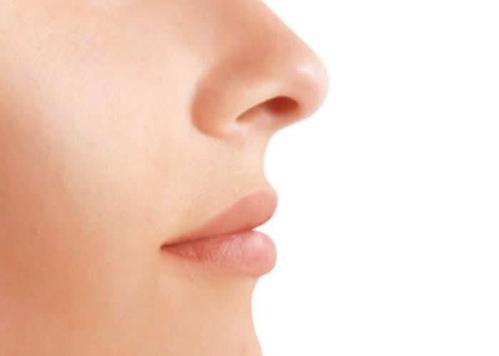 女性の鼻の写真 不妊治療HP