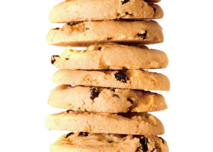 段々にたくさん積み上げられたチョコチップクッキー|不妊治療HP