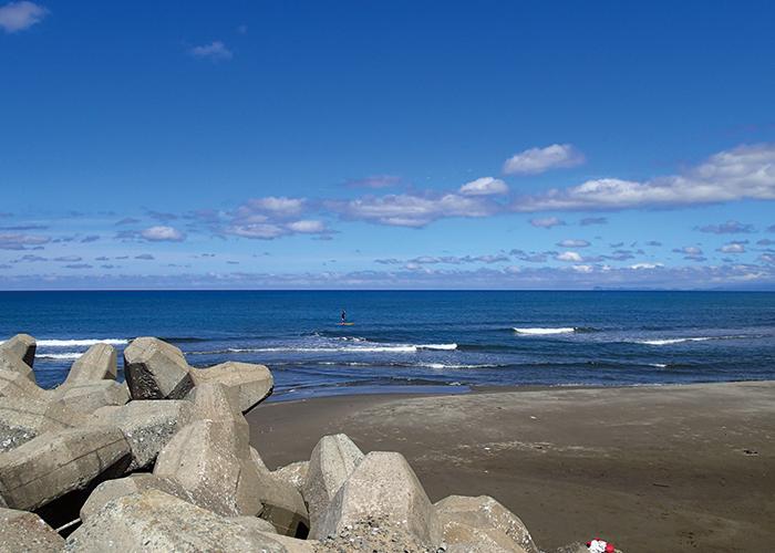 日本海側の海でサーフィン|不妊治療HP