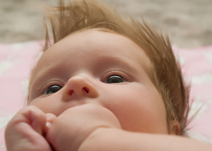 可愛い赤ちゃんの顔と頭|不妊治療HP