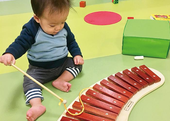 ボーネルンドで遊ぶ子ども|不妊治療HP