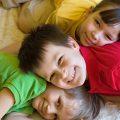 笑顔の仲良し3人兄弟|不妊治療HP